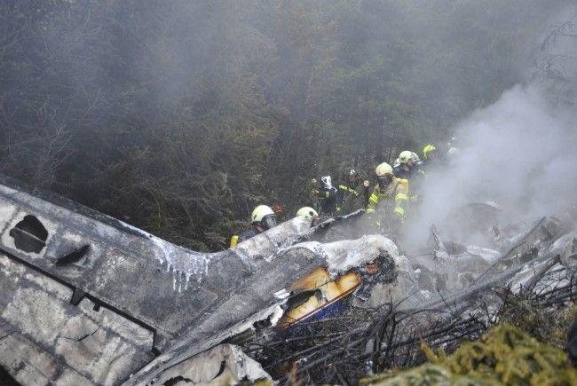 Drei Passagiere konnten lebend geborgen werden.