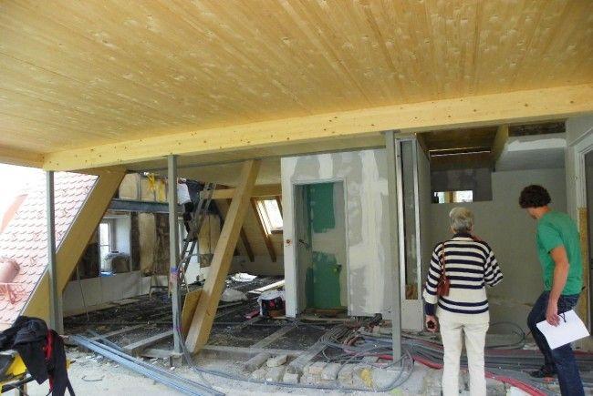 Baubesprechung im Dachboden
