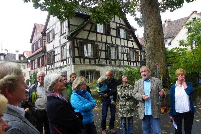 Architekt Wolfgang Purrucker führte die Besucher ins Gebäude