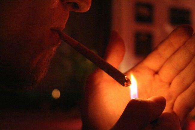 Eine junge Drogenbande handelte auf einer Schule in Oberösterreich mit Cannabis: 140 Abnehmer!