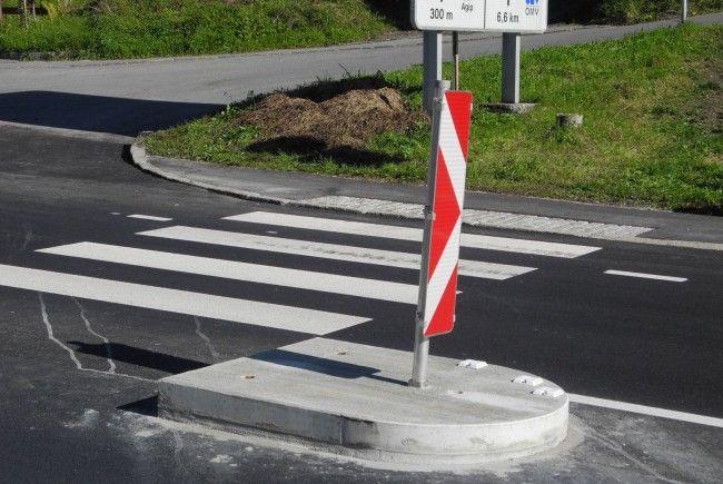 Die neu gestaltete Fußgängerinsel auf dem Schutzweg beim Töbeleweg