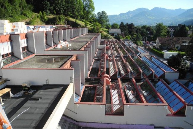 Die Abdichtung der sehr kompliziert gestalteten Dachkonstruktionen war dringend notwendig.