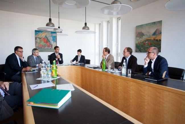 LH Wallner bespricht mit den Klubchefs Egger, Rauch, Ritsch das Budget.