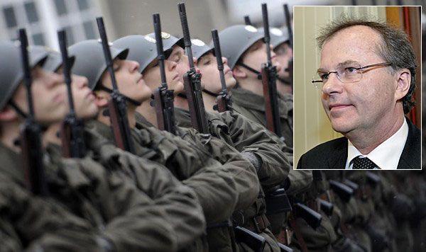 """Bundesgeschäftsführer Günther Kräuter bezeichnet den Wehrdienst im Gespräch mit den VN als """"sinnlos""""."""