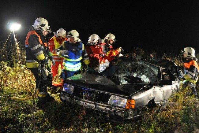 Übung - Schwerer Verkehrsunfall in der Rüttenenstraße / Gisingen
