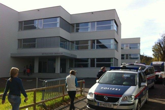 Großeinsatz nach Waffenalarm an Gisinger Schule.