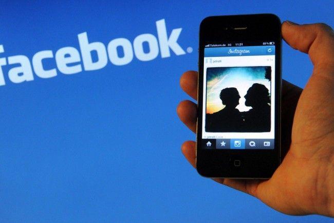 Selbstverliebte vergrößern durch Facebook ihren eigenen Wert.