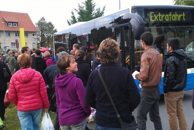 Extrafahrt: Volle Busse bringen Besucher zur Lustenauer Kilbi