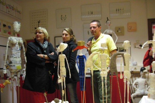 Besucher bewunderten die teils ironischen Skulpturen