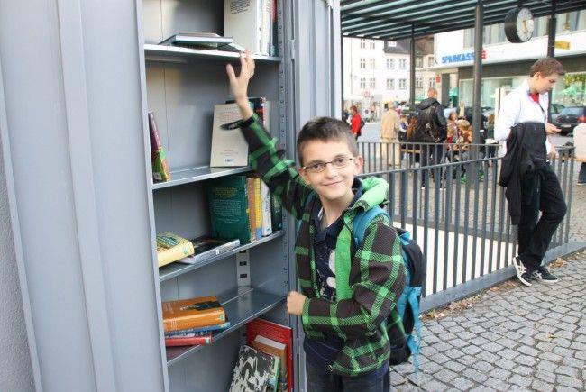 Der offene Bücherschrank am Katzenturm bietet Bücher für Groß und Klein.