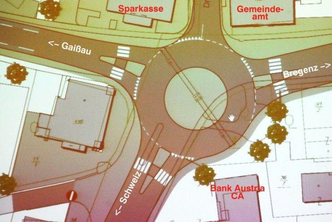 Ein Kreisverkehr soll nach dem Wunsch der Gemeinde die Ampel im Ortszentrum von Höchst ersetzen.