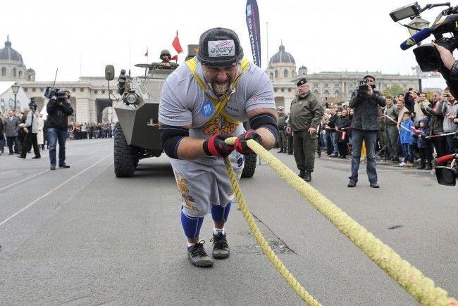 Der Weltrekordversuch von Strongman Franz Müllner in Wien war ein voller Erfolg.