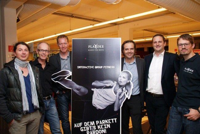 """Manfred Scheel mit dem """"Playoke"""" Team bei der Österreich- Premiere im """"Life"""" Fitness - und Wellnessstudio."""