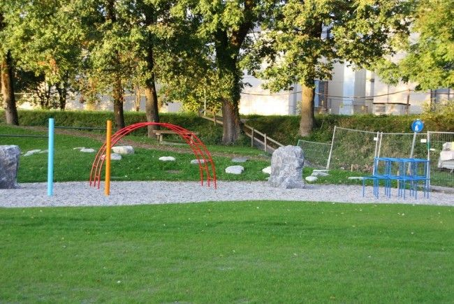 Die Bauarbeiten beim Spiel- und Tschutterplatz Schillerallee dauern noch einwenig an.