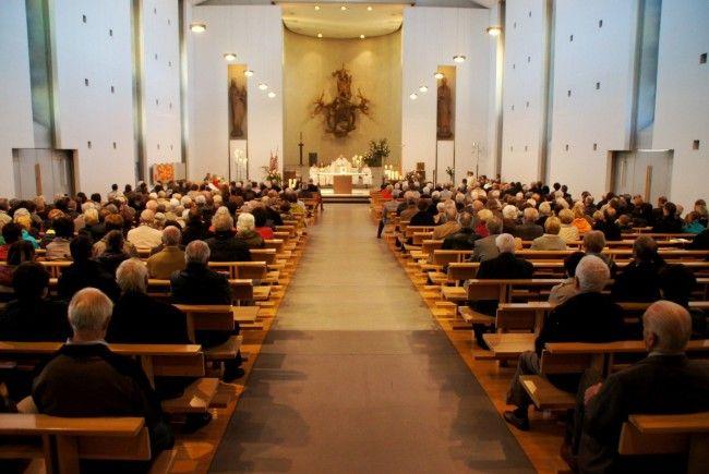 Weihefeier unter großer Anteilnahme der Kirchgemeinde.