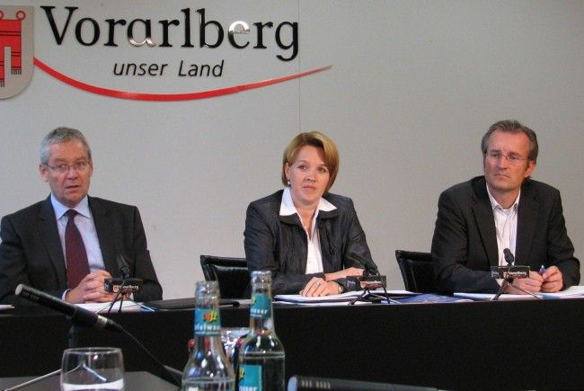 LSth. Rüdisser, LR Kaufmann und Landeshochbau-Abteilungsvorstand Karl Fenkart präsentierten den neuen Planungsleitfaden für nachhaltige Landesgebäude