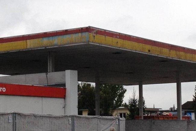 Die ehemalige Shell-Tankstelle in Feldkirch sorgt für Diskussionen.