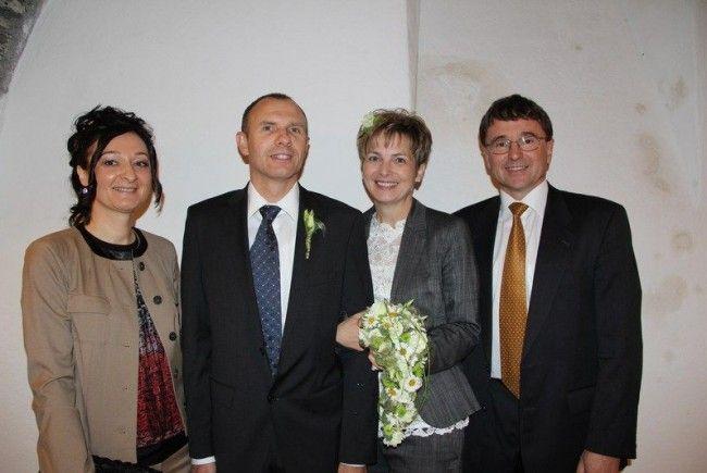 Miri Dereh und Helmut Bucher mit ihren Trauzeugen