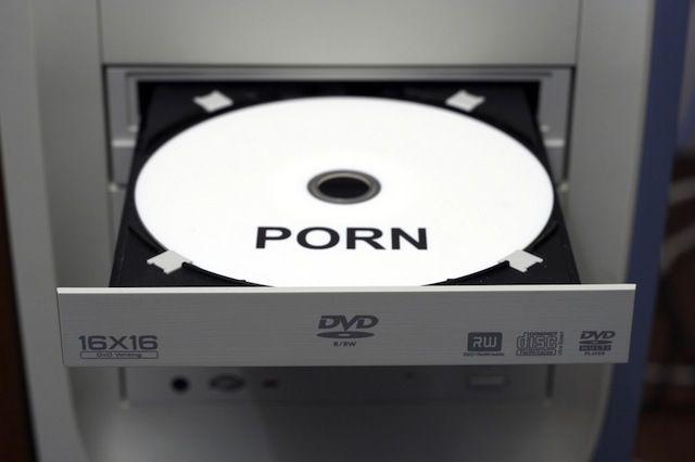 Illegaler Handel mit Porno-DVDs am Bodensee aufgeflogen.