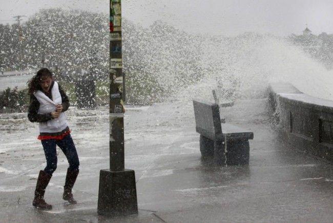 """Hurrikan """"Sandy"""" legt öffentliches Leben lahm."""