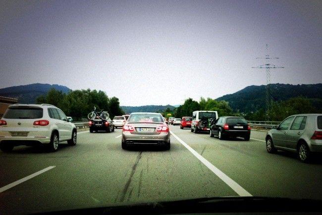 Auf der A14 staute es sich am Freitagnachmittag kilometerlang.