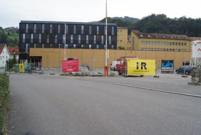 Am Wiederaufbau des Sutterlüty-Marktes im Kehlerpark wird gearbeitet.