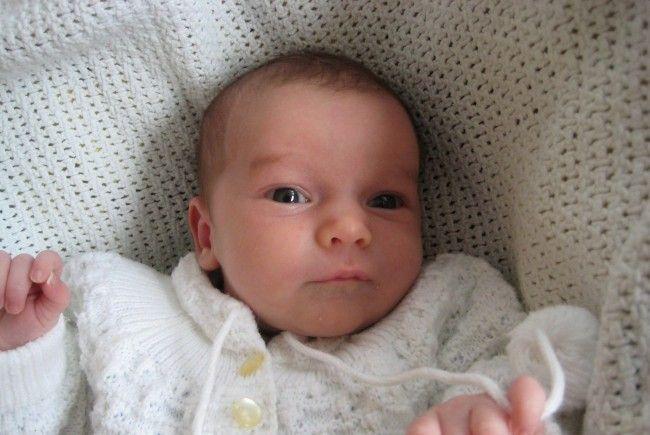 Geburt von Emilia Lillien Maria Petermann am 20. November 2012 - Emilia-Lillien-Maria_Petermann-650x435