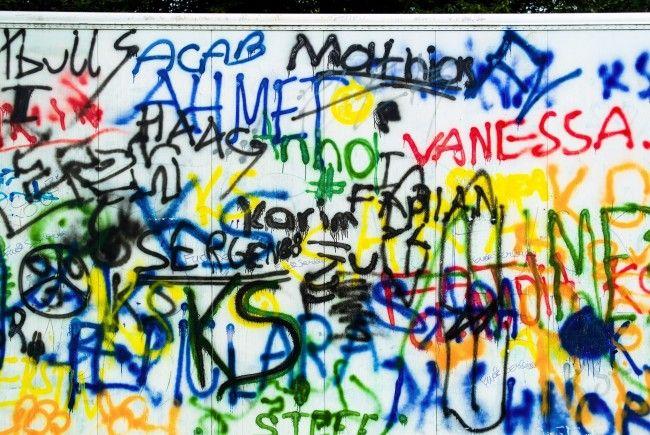 Der 21-Jährige Sprayer verursachte rund 30.000 Euro Schaden.