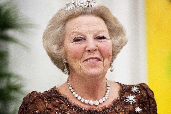 Beatrix dankt zugunsten ihres Sohnes ab.