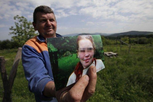 Bettina S. war im Mai 2012 von der Polizei aus ihrer Gefangenschaft im Dorf Karavlasi in der Nähe der nordostbosnischen Stadt Tuzla befreit worden.