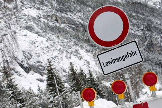 200 Meter langes und 50 Meter breites Schneebrett ging am Dienstag im Bereich der Lecher Skiroute 56 ab.