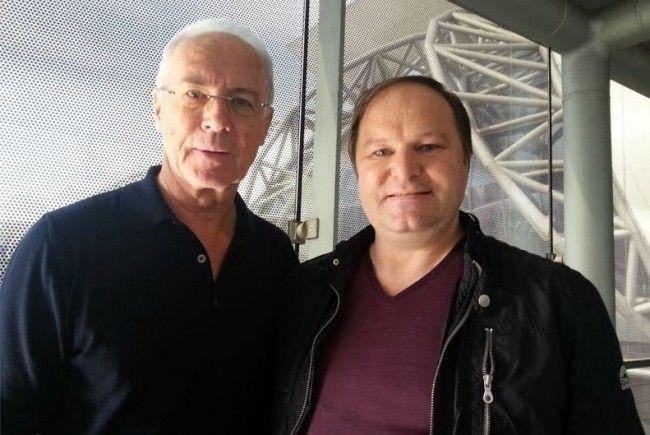 Güggi Günter Palaoro trifft Franz Beckenbauer am Flughafen in Bangkok.