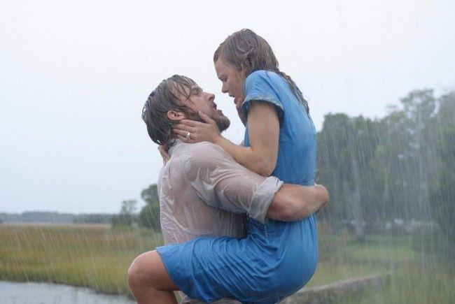 """Feuchtfröhliches Wiedersehen zwishcen Ryan Gosling und Rachel McAdams in """"The Notebook""""."""