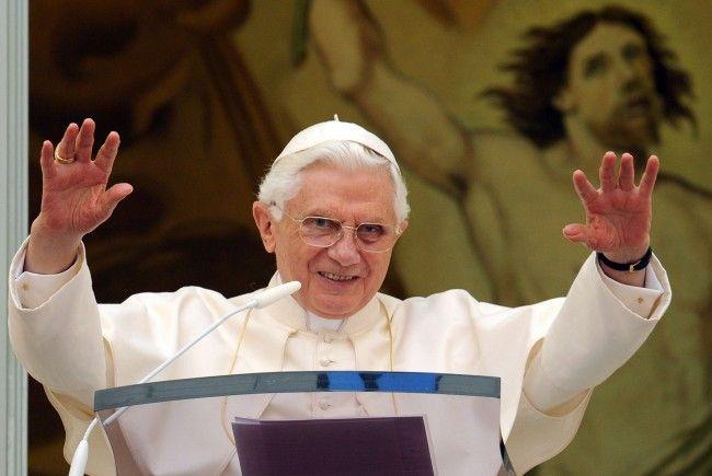 Papst Benedikt XVI. tritt zurück.