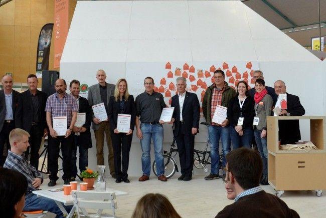 """Sieben """"Traumhaus-Althaus""""-Partnerbetriebe wurden für zehnjährige Mitgliedschaft geehrt."""