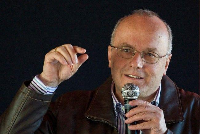 Reinhard Haller hält der narzisstischen Gesellschaft den Spiegel vors Gesicht.