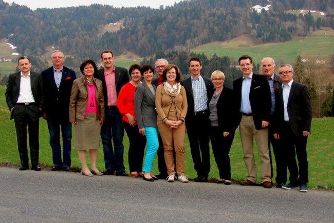 der Vorstand beim Gruppenfoto in Lingenau