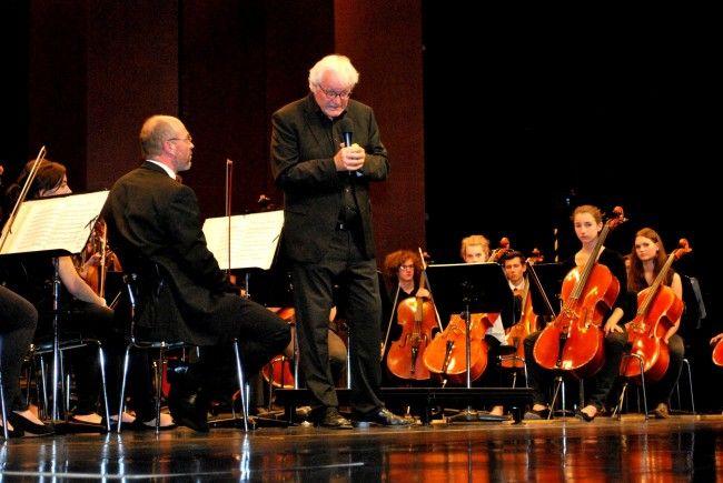 Guntram Simma verabschiedet sich als Direktor der Musikschule beim bunten Abend im Kulturhaus