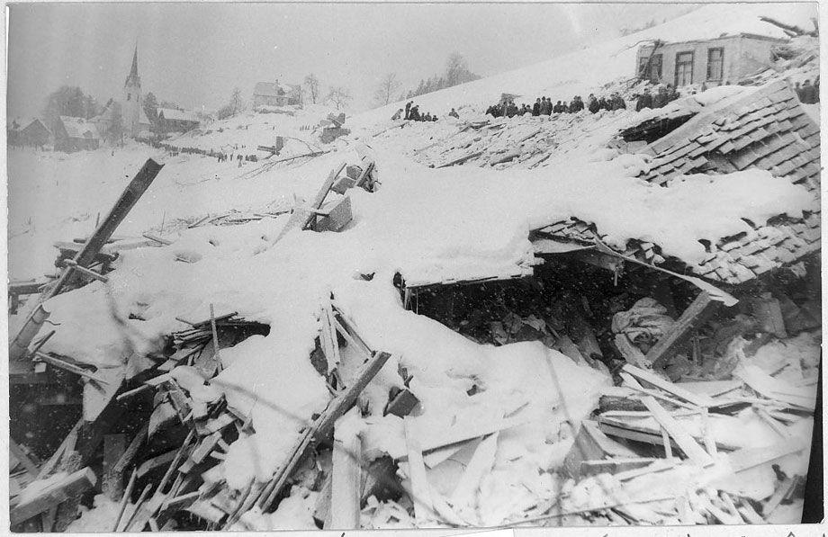 Im Winter 1954 rasten im Großwalsertal, Bregenzerwald, Klostertal und Montafon 57 gewaltige Lawinen talwärts. Allein in Blons wurden damals 57 Menschen getötet.
