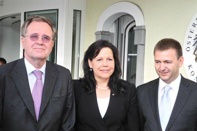 Die neue österreichische Honorarkonsulin Rita Kieber-Beck mit Generalsekretär Johannes Kyrle (l.) und Botschafter Arthur Winkler-Hermaden