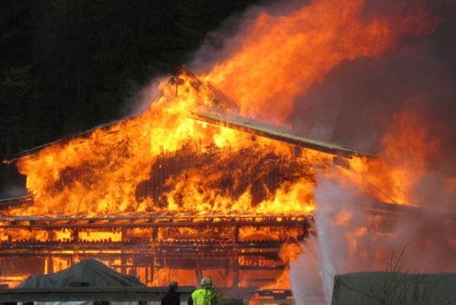 Zimmerei Feuerstein In Au Steht In Flammen Au Vol At