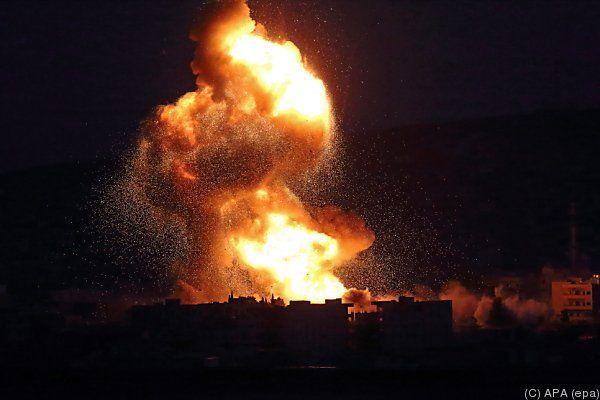 Nächtliche Luftangriffe gegen die IS