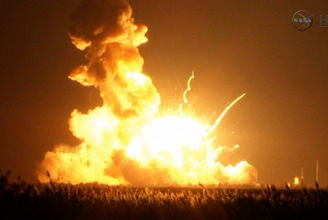 "Privater US-Raumfrachter ""Cygnus"" bei Start explodiert."