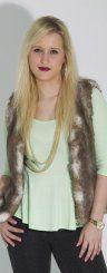 Nicole aus Altenstadt startet mit einem herbstlichen Outfit in den Tag.  Foto: VN/Paulitsch Styling: Chiara Bitschnau
