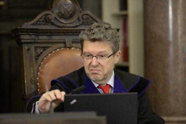 Alle Ex-OeBS-Geschäftsführer verurteilt - Ex-OeNB-Vize Duchatczek freigesprochen.