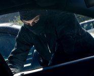 Auto-Einbrecher verprügelt Zeugen