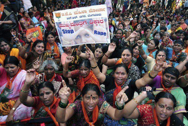 Proteste gegen Gewalt an Frauen und Kindern am 4. November 2014 in Bangalore