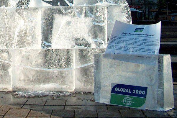 Global 2000 machte im Dezember 2008 am Wiener Karlsplatz auf die Klimaerwärmung aufmerksam