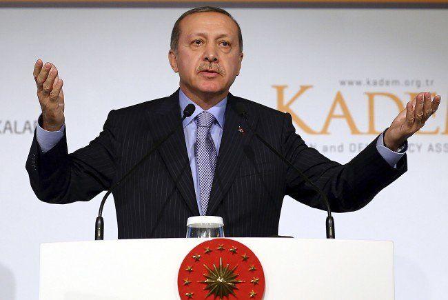 Maulkorb für türkische Medien in Korruptionsfall.