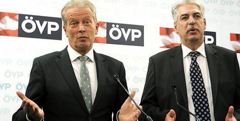 ÖVP als Umfragensiegerin in die Feiertage: FP/SP-Duell um Platz 2